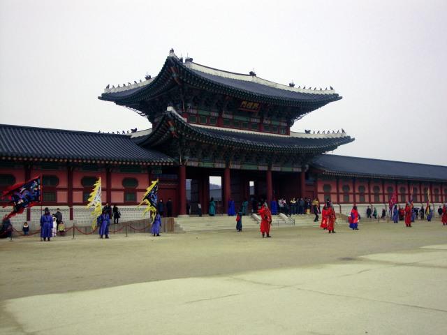흥례문 (Heungnyemun): The Second Inner Gate