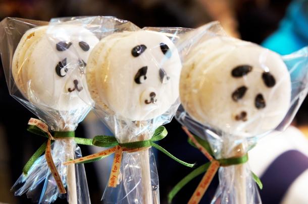 Panda Macaroon Pops