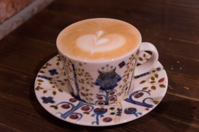 A Caffeine Haven: Caffe 꽃을피우고
