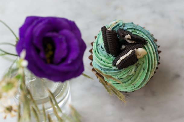 Mint Cookies & Creme Cupcake (Top)