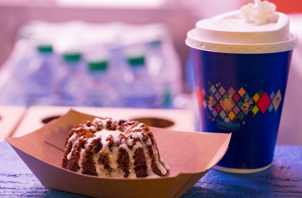 gingerbread bundt cake & pumpkin spice hot chocolate
